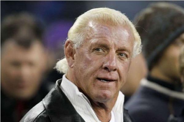 Ric Flair fue trasladado al hospital por una emergencia