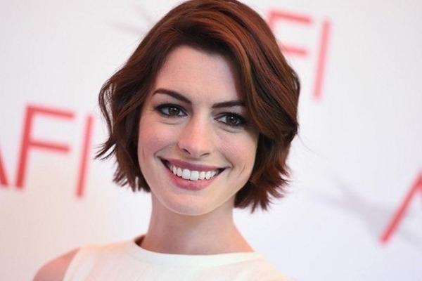 Anne Hathaway copió esta técnica de Kate Middleton