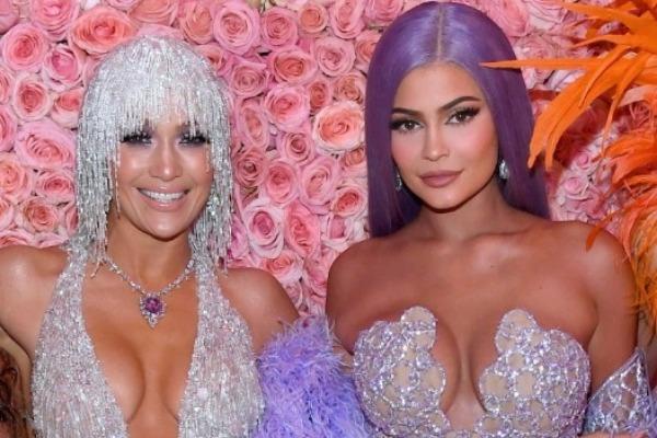 Kylie Jenner le escaneó el trasero a Jennifer Lopez (Fotos)