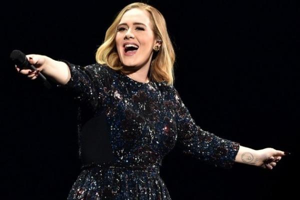 Adele sorprendió a sus fans con este inesperado video