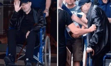 Phil Collins preocupó por reaparecer en silla de ruedas