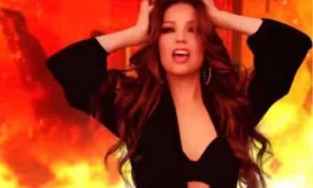 Thalía estrenó el lyric video de su tema 'Ahí' en formato 8D