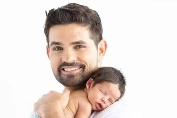 Ferdinando Valencia lucha por la vida de su hijo recién nacido