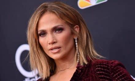 Jennifer López le dio un sexy baile a un fanático (Video)