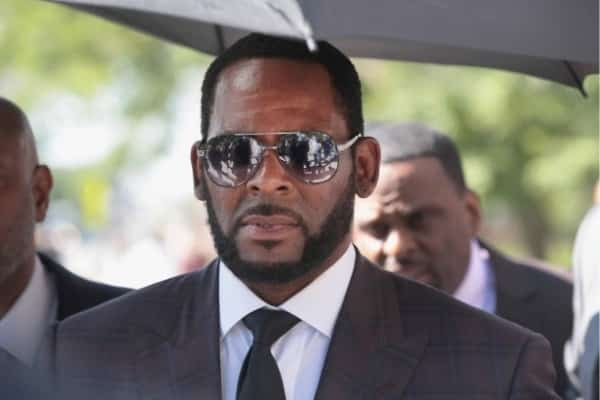 Detuvieron a R. Kelly por acusaciones de abuso sexual