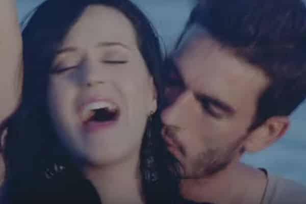 Modelo de video de Katy Perry la acusó de acoso sexual