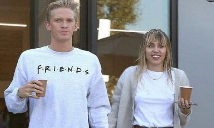 Miley Cyrus y Cody Simpson al estilo del 'Joker' (+video)