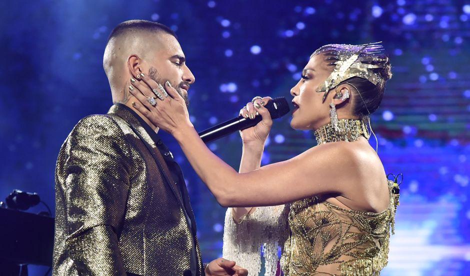 Jennifer López y Maluma cantaron 'No me ames' (+video)