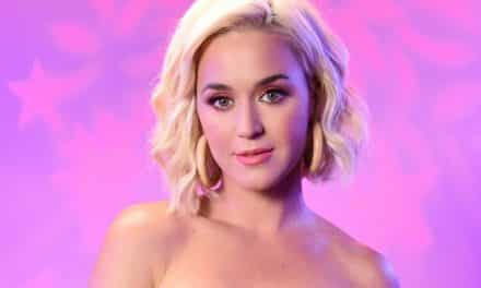¡Escándalo! Katy Perry mostró más de lo que debía en la playa (+foto)