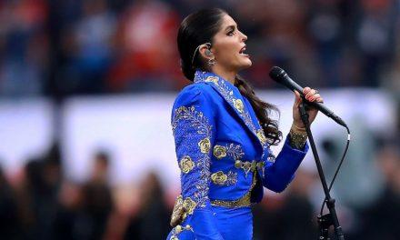 Ana Bárbara se equivoca en el himno de México y enciende las críticas