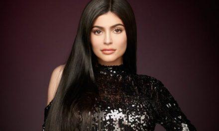 El sexy liguero rojo de Kylie Jenner que encendió las redes sociales