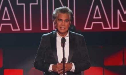 """José Luis Rodríguez """"El Puma"""" recibió el Premio Leyenda en los Latin AMAs 2021"""