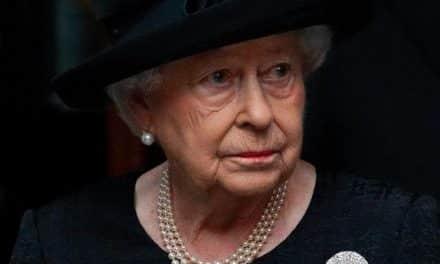 Reina Isabel regresó a sus labores cuatro días después de la muerte del príncipe Felipe